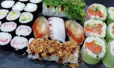 Menú japonés para 2 o 4 con entrante, sushi y bebida en Arigato Sushi Córdoba (hasta 62% de descuento)