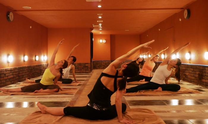 MAHOLO hotstone yoga - 横浜市中区: 「岩盤」×「ヨガ」。遠赤外線で身体を芯から温め爽快に≪岩盤ホットヨガ/3回分 or 1ヶ月通い放題≫ @ MAHOLO hotstone yoga