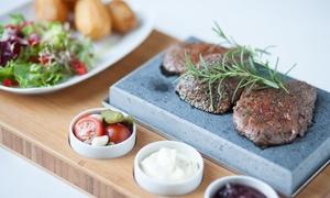 Restauracja u Myśliwych: Stek z jelenia lub z sarny z ziemniakami i sałatką dla 2 osób za 94,99 zł i więcej w restauracji U Myśliwych (-40%)