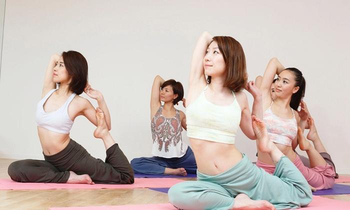 Hot Yoga Studio loIve 高松店 - 高松店: 【最大85%OFF】≪ホットヨガ60分 1回体験(水&タオル&上下ウェア込)/他2メニュー≫ @Hot Yoga Studio loIve 高松店