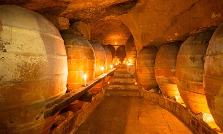 Cata de vinos y visita guiada con bollo de Requena para dos o cuatro personas desde 9,90 € en Bodega Vera de Estenas