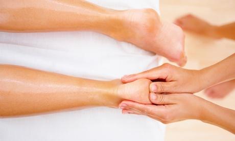 45 oder 60 Min. Fußreflexzonenmassage mit Fußbad und Goldöl inkl. Getränk bei Goldmassage in Mitte (50% sparen*)