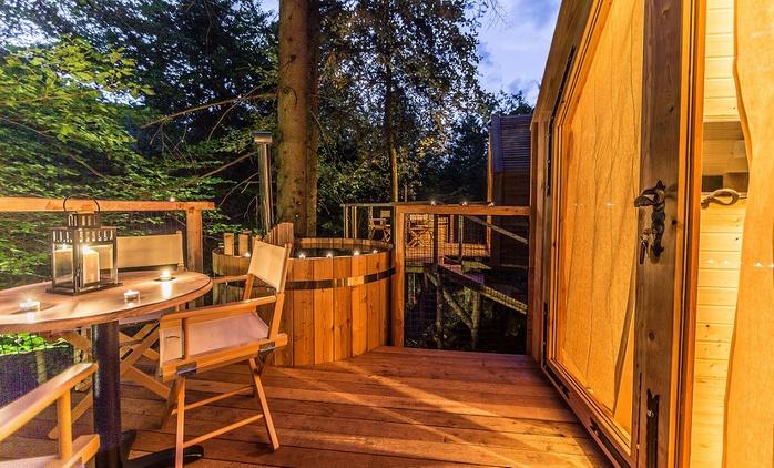 Lago di Bled: 1 e 2 notti sulla Casa sull'albero per 2 con colazione, cena, sauna, casinò e massaggio
