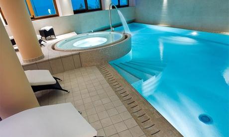 Lago d'Iseo: soggiorno in suite con colazione o mezza pensione e Spa per 2 persone all'Hotel Castello di Lovere 4*