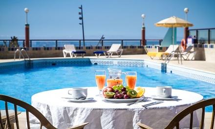 Fuerteventura : 2, 3, 5 ou 7 nuits avec vue sur la mer, demi pension et accès spa au Club Bungalows Esmeralda Maris 4*
