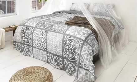housse motif carreaux de ciment groupon shopping. Black Bedroom Furniture Sets. Home Design Ideas