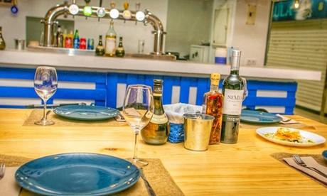 Degustación de platos griegos para dos o cuatro personas en Zorba Restaurante Griego (hasta 51% de descuento)