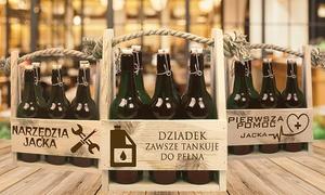 Dekorak Marcin Rak i Joanna Glista: Drewniane nosidełko na butelki z grawerunkiem od 29,99 zł w dekorak.pl (do -34%)