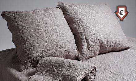 Couvre lit double avec 2 taies d'oreillers