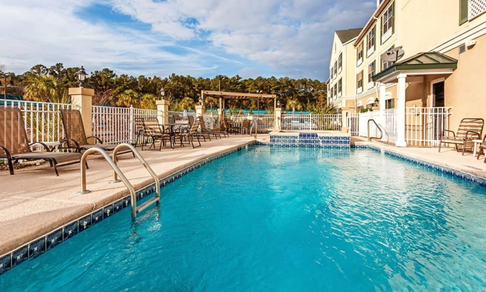 Country Inn and Suites - Jacksonville: Stay for Two at Country Inn and Suites Hinesville in Georgia
