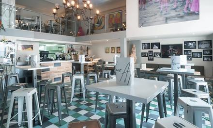 Menú para 2 o 4 con copa de bienvenida, platos, postre y botella de vino o bebida desde 24,95 € en Jaime Alpresa