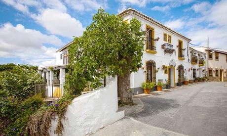 Almería: 1 o 2 noches para dos  con desayuno, detalle de bienvenida y opción a 1 cena en Casona Granado