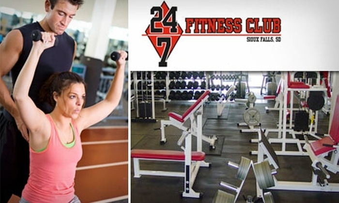 24/7 Fitness Club - Downtown: $28 for a One-Month Gold Membership and One Personal-Training Session at 24/7 Fitness Club ($86 Value)