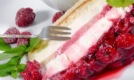 Kuchengedeck mit Torte und Heißgetränk für 1 bis 4 Personen in der Gelateria La Luna Recklinghausen
