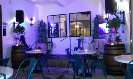 Menú con espectáculo para 2 o 4 con entrante, principal, bebida y surtido de postres desde 24,95 € en Doble de Cepa
