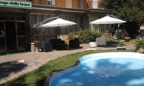 Fiuggi: una o 2 notti con colazione, 1 cena, centro benessere e massaggio opzionale per 2 all'Albergo delle Terme