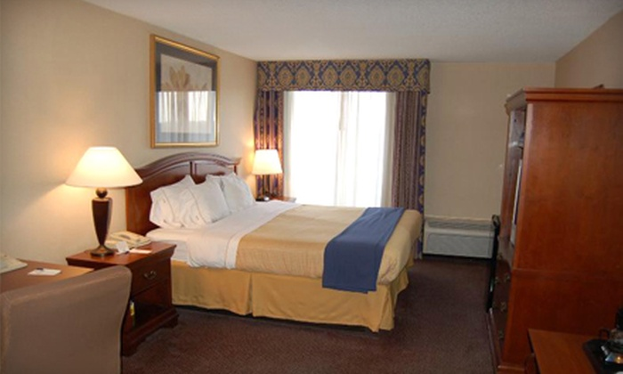 Cobb Galleria Inn - Smyrna: $99 for a Two-Night Stay for Two in a Double Room at Cobb Galleria Inn in Smyrna ($218 Value)