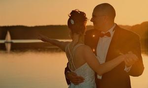 Piękna Fotografia: 49,99 zł za groupon wart 500 zł na sesję ślubną z przygotowań, przyjęcia i więcej opcji z firmą Piękna Fotografia