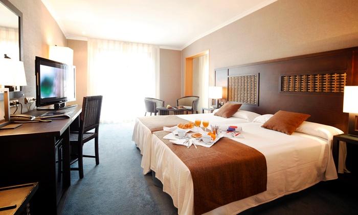 Vete a Santiago de Compostela 1 o 2 noches para dos con desayuno y acceso a spa en Hotel Congreso 4* desde 44€