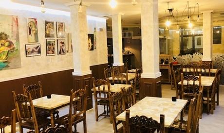 Menú para 2 o 4 con entrante, principal, tosta, postre y botella de vino o bebida desde 24,99 € en El Vodevil Gastrobar
