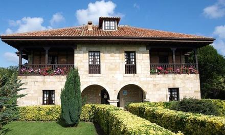 Santillana del Mar: 1, 2 o 3 noches para 2 con desayuno, detalle de bienvenida y late check-out en Hotel Siglo XVIII