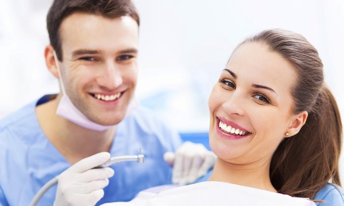 Smile Center - Smile Center SRL: Una o 2 sedute per la cura dei denti con pulizia e smacchiamento da 34,90 €