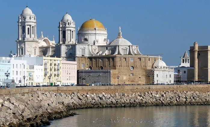 Cádiz: 1, 2 o 3 noches en habitación doble con desayuno, detalle de bienvenida y parking en Monasterio de San Miguel 4*
