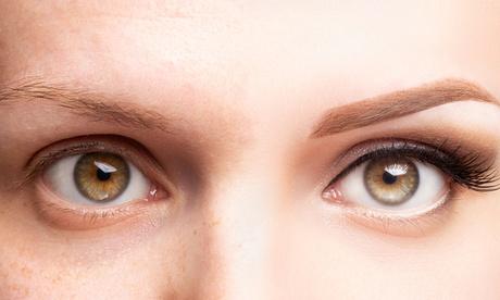 Microblading für die Augenbrauen mit Nachbehandlung nach 4 Wochen bei ThreeSisters Kosmetik