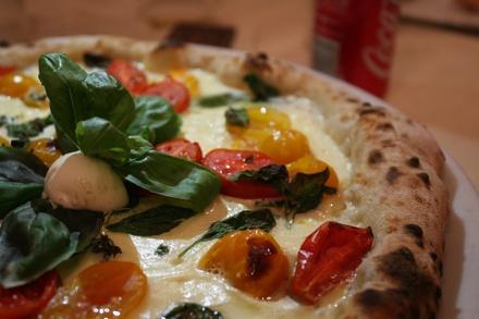 Menu con pizza a scelta tra oltre 70 farciture, birra media e dolce per 2, 4 o 6 persone al ristorante La Buona Tavola