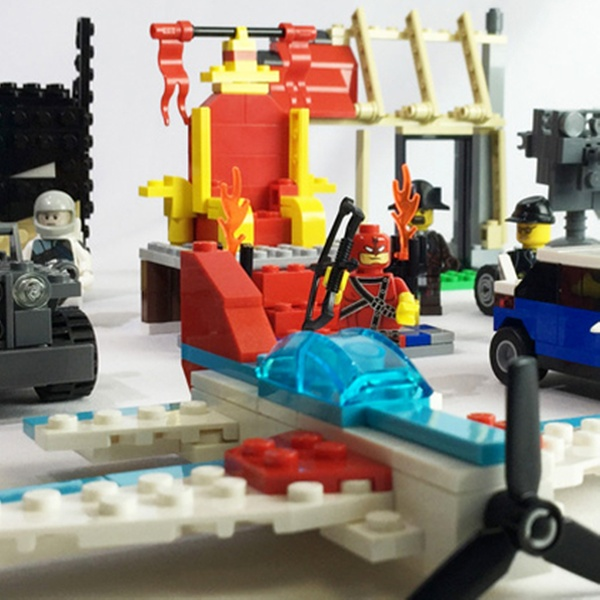 df834f release date combined two lego 40305 stores into one
