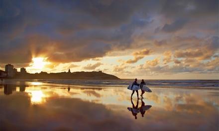 Gijón: 2 o 4 noches en habitación compartida o privada con clases de surf y desayuno bufé en Gijón Surf Hostel