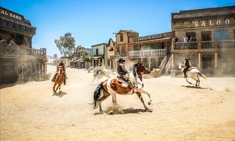 Desierto de Tabernas: 1 o 2 noches para hasta 3 con opción a entradas a parque temático en Hospedería del Desierto