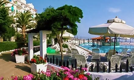 Cirò Marina: 7 notti in pensione completa con bevande per 1 persona presso Hotel Club Resort Costa Elisabeth