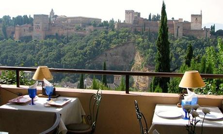 Menú para 2 con entrante, principal, postre, bebida y opción a botella de vino desde 49,90 € en El Balcón de San Nicolás