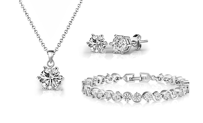 Three-Piece Solitaire Twist Set with Crystals from Swarovski® for €16.99 (83% Off)
