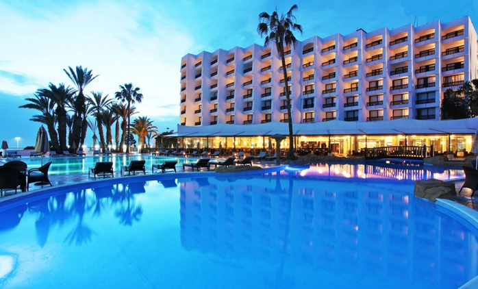 Agadir: Up to 14 Nights for Two Adults and One Child with Hammam Access on BB or on All Inclusive at Royal Mirage Agadir