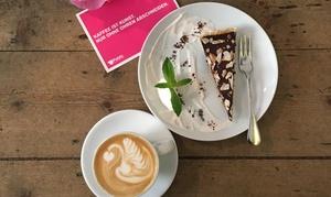 Public Coffee Roasters GmbH: Kuchen und Heißgetränk nach Wahl für 1 oder 2 Personen bei Public CoffeeRoasters (bis zu 45% sparen*)