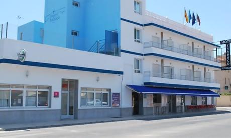 Mar Menor: habitación doble para 2 con desayuno y opción a media pensión en Hotel Trabuco