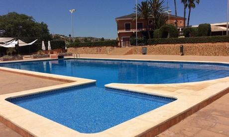 Menú con acceso a piscina para 2 o 4 personas con entrante, principal, postre y bebida desde 24,90 € en Montemio Bori