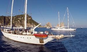 Nuovo Veliero Tortuga: Tour del Golfo di Napoli sul veliero per 2 persone da Nuovo Veliero Tortuga (sconto fino a 64%)