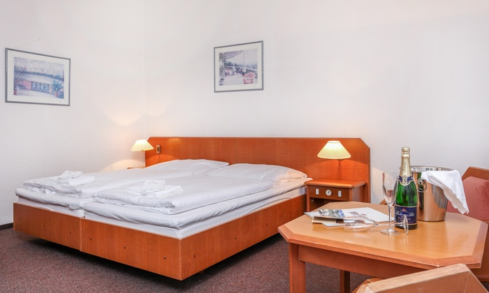 Hotel astra a praha 10 groupon getaways - Bagno birra praga ...