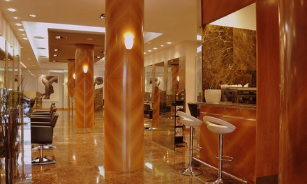 Sesión de peluquería con corte y opción a tinte y/o mechas desde 19,95 € en Antonio Garrido