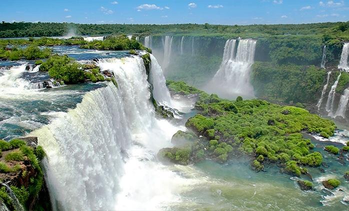 Samba Foz do Iguaçu: 2, 3, 4 ou 5 noites para 2 adultos e 2 crianças + café da manhã (opções em feriados)