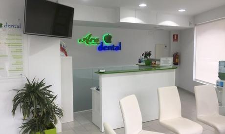 1 o 2 sesiones de blanqueamiento dental led con limpieza bucal y fluorización desde 29,95 € en 2 centros Ara Dental