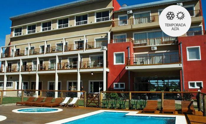 Miramar: desde $1199 por 2, 3, 4 o 7 noches para 2 o 4 en habitación o cabaña + pileta + spa en Puerta del Bosque Hotel