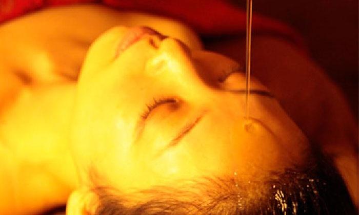 SPA Esther ORIENTAL - 中央区: 心も頭も癒しを≪極上シロダーラコース90分(シロダーラ+ヘッドマッサージ)/平日18時まで限定or全日利用可≫ @SPA Esther ORIENTAL