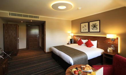 London: Double or Twin Room for Two with Breakfast and Late CheckOut at 4* Best Western Palm Hotel