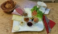 Türkischer Brunch all-you-can-eat mit Tee und Orangensaft für 2 oder 4 Pers. im Sis Bäckerei & Café (bis zu 41% sparen*)