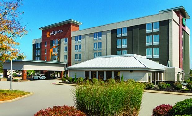 la quinta inn suites cleveland airport west north. Black Bedroom Furniture Sets. Home Design Ideas