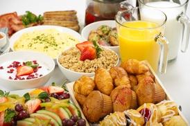 Restaurant Max im Hilton: Frühstück All-you-can-eat inkl. Prosecco und Parken für 1 oder 2 Pers. im Restaurant Max im Hilton (bis zu 44% sparen*)